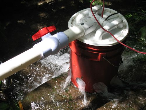hydroelectric generator made from a 5 gallon bucket